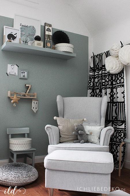 babyzimmer-in-gruentoenen-und-vintage-accessoires