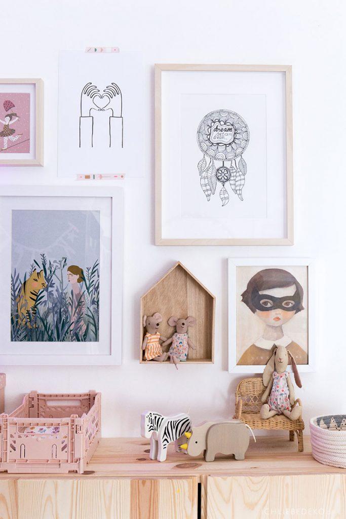Bildergalerie im Mädchenzimmer