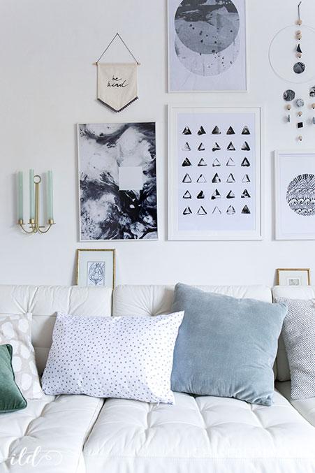 bildergalerie-im-monochrome-look-im-wohnzimmer