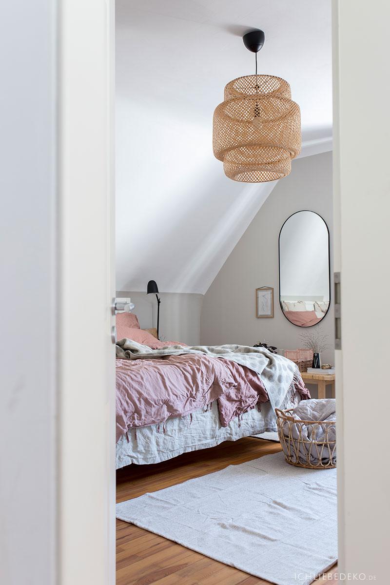 blick-ins-gemuetliche-schlafzimmer