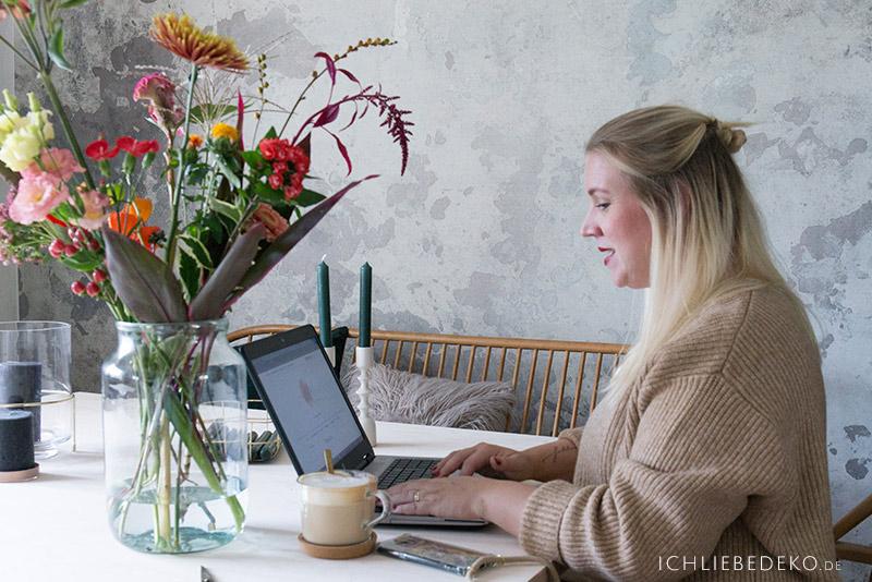 blogger-at-work
