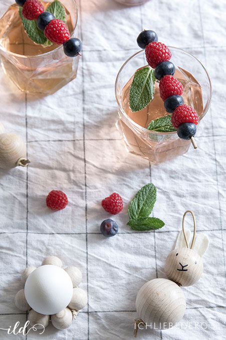 cocktail-mit-beeren-zum-osterbrunch
