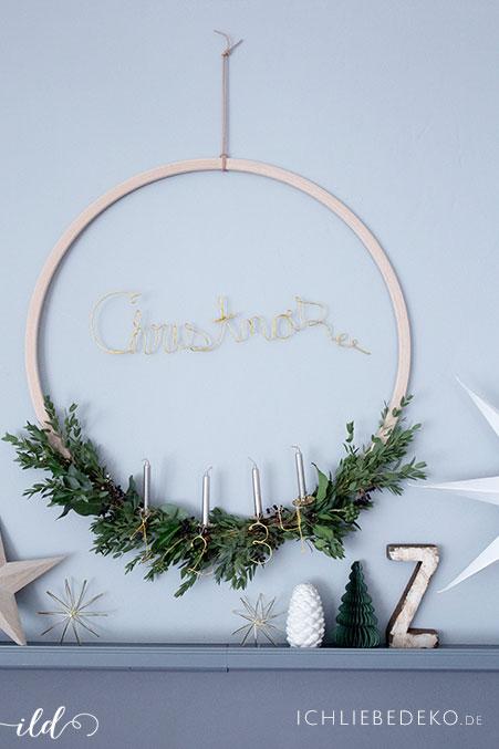 diy-adventskranz-aus-eukalyptus-als-weihnachtsdeko-and-er-wand
