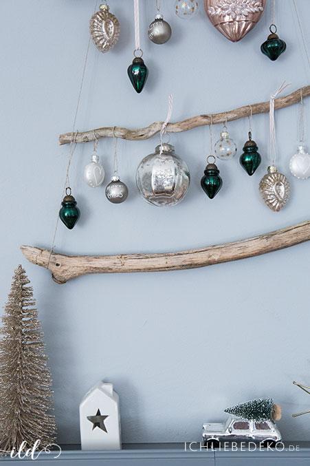 diy-weihnachtsbaum-aus-aesten-mit-vintage-baumkugeln
