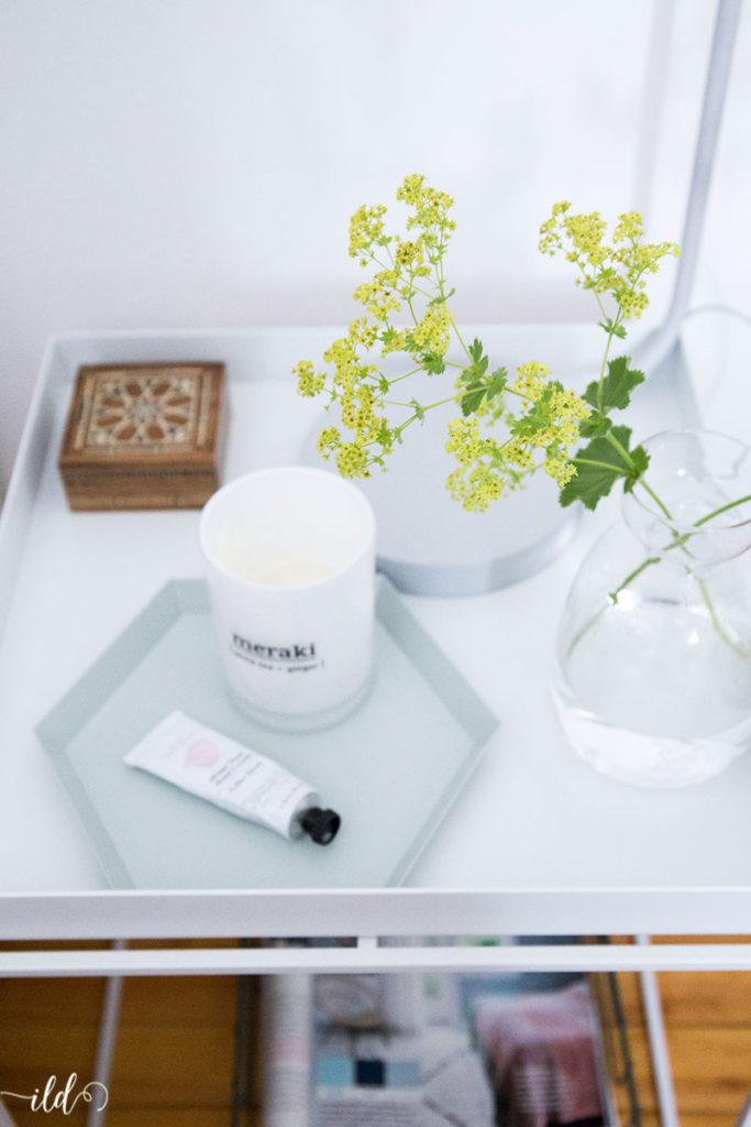 frauenmantel-in-filigraner-glasvase-clean-living