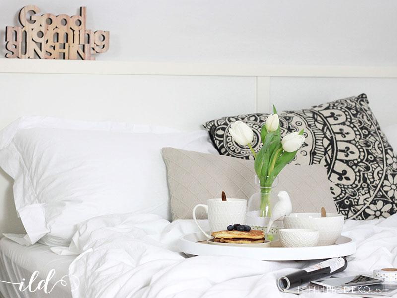 gemütlich-im-Bett-frühstücken