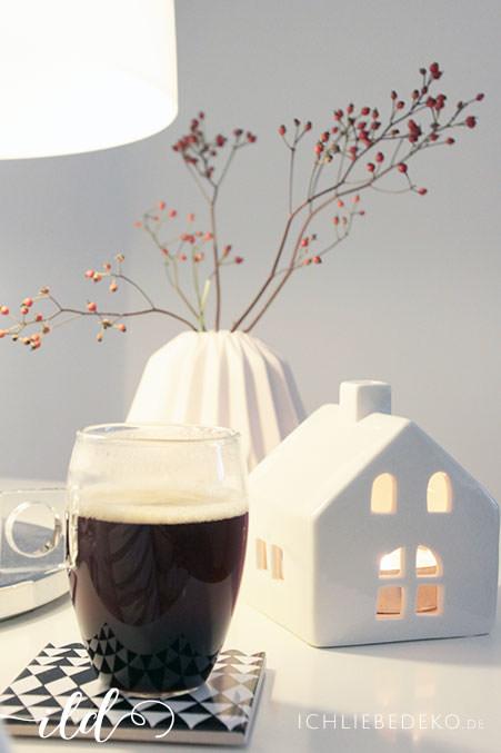 gemuetlicher-kaffee-in-winterlicher-atmosphaere