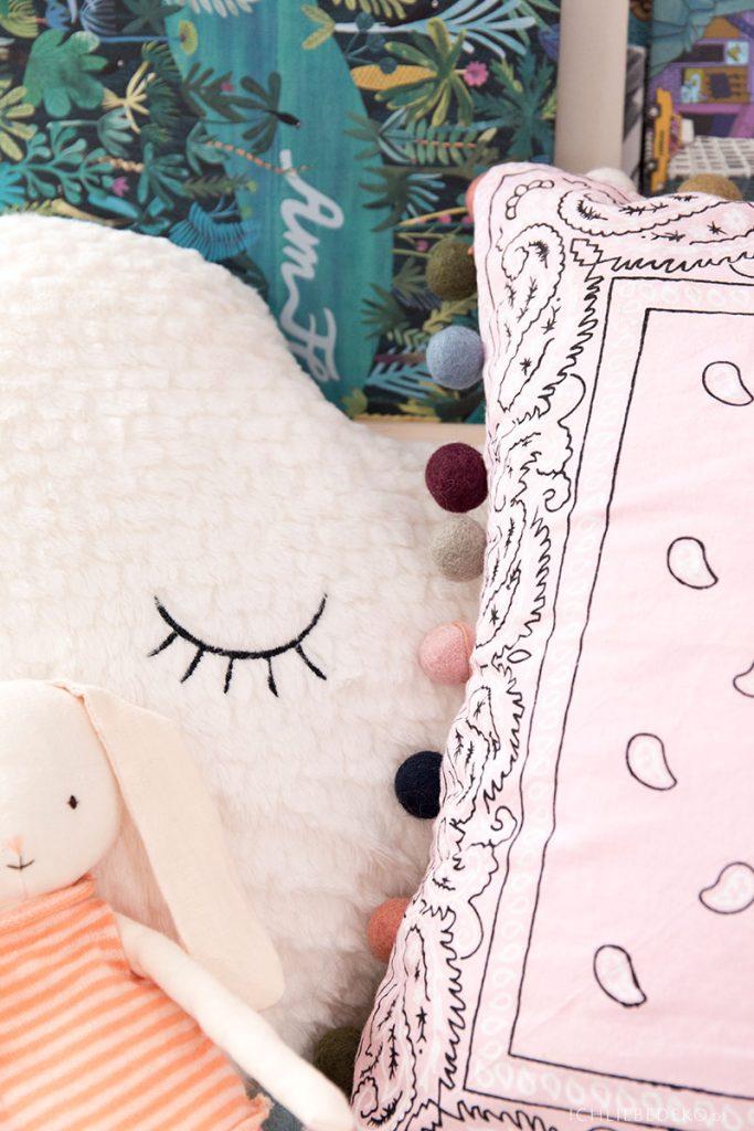 gemütliches DIY Kissen aus Bandana Halstuch