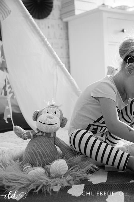 gemuetlicher-Spielenachmittag-im-kinderzimmer