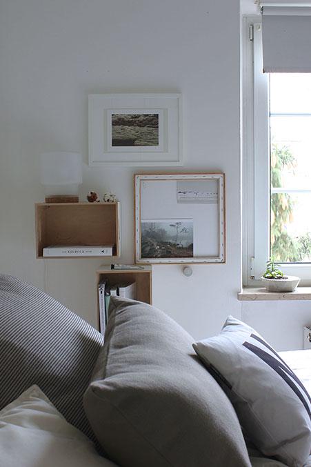 gemuetliches-Schlafzimmer-mit-Wandnachtisch_