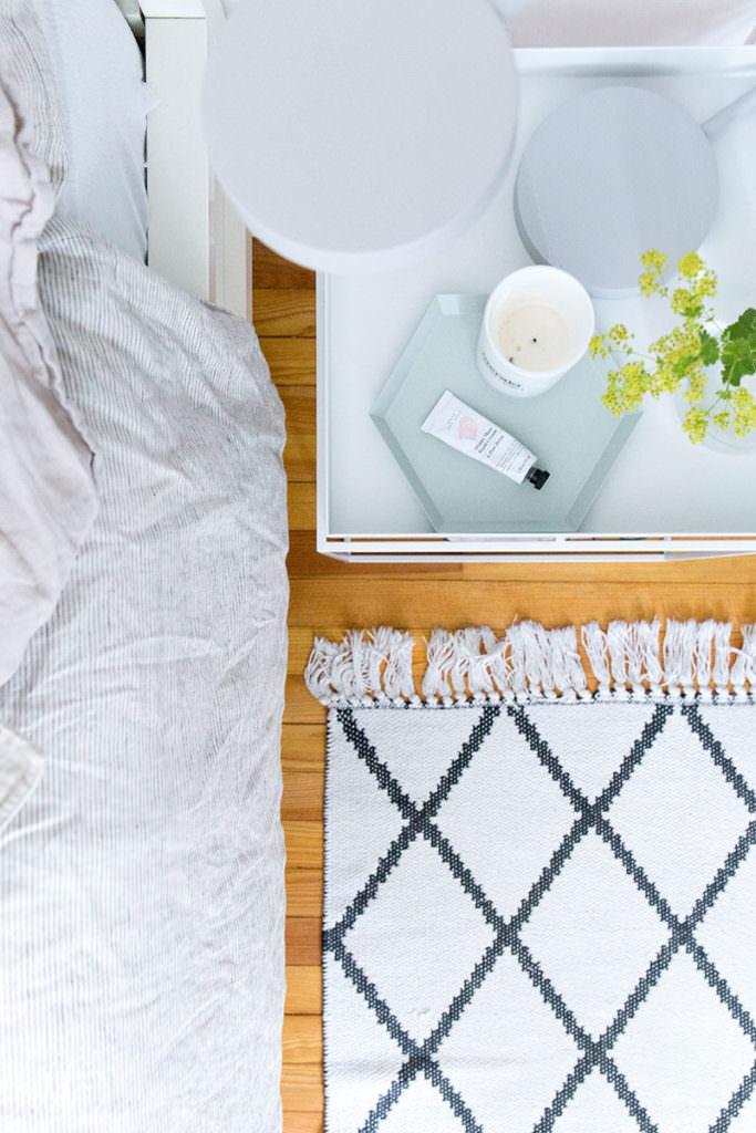 gemuetliches-schlafzimmer-in-naturtoenen