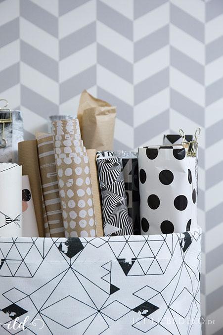 geschenkpapiere-im-stoffkorb-aufbewahren