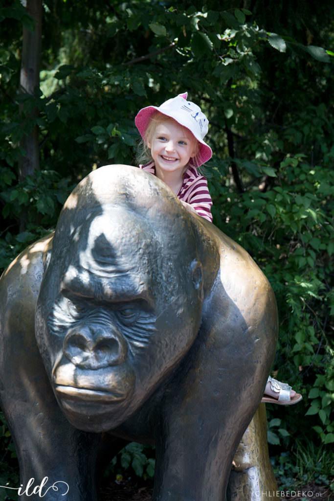 gorillastatue-zoo-berlin
