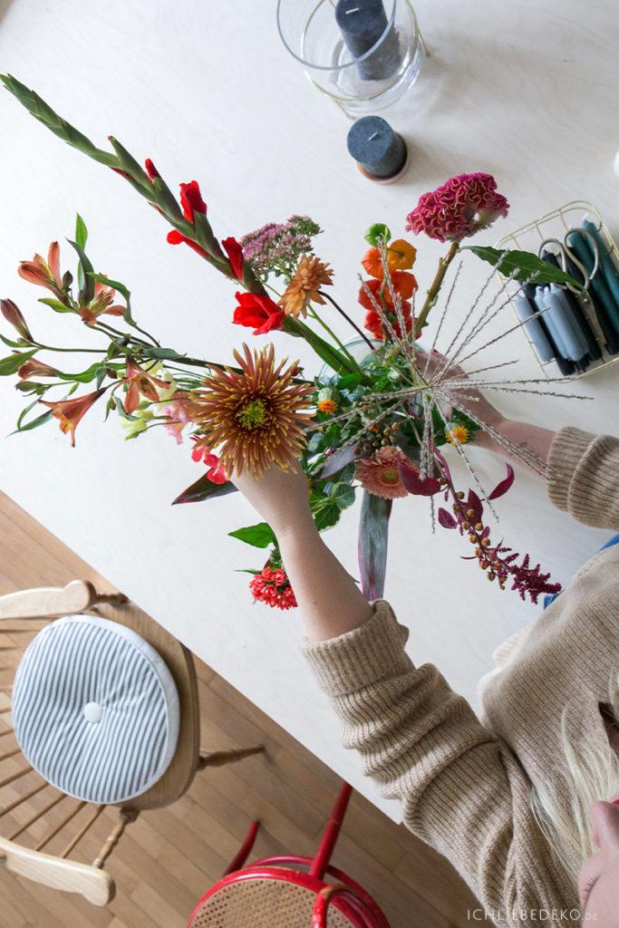 herbstblumen-blumenstrauss-selbst-binden