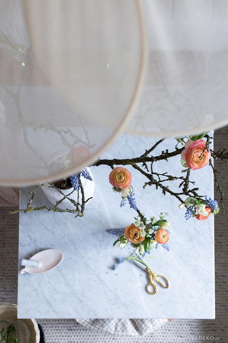Frühlingsdeko mit Blumen