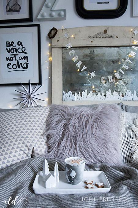 hyggeliges-wohnzimmer-im-weihnachtlichen-look
