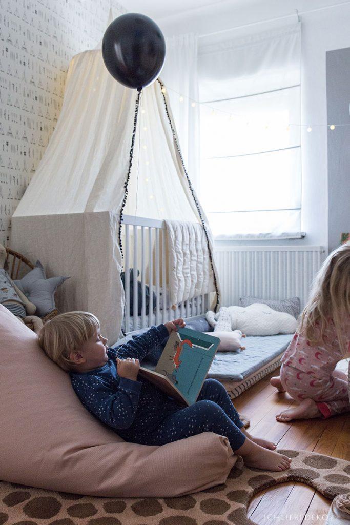 Lesestunde am Abend für Kinder