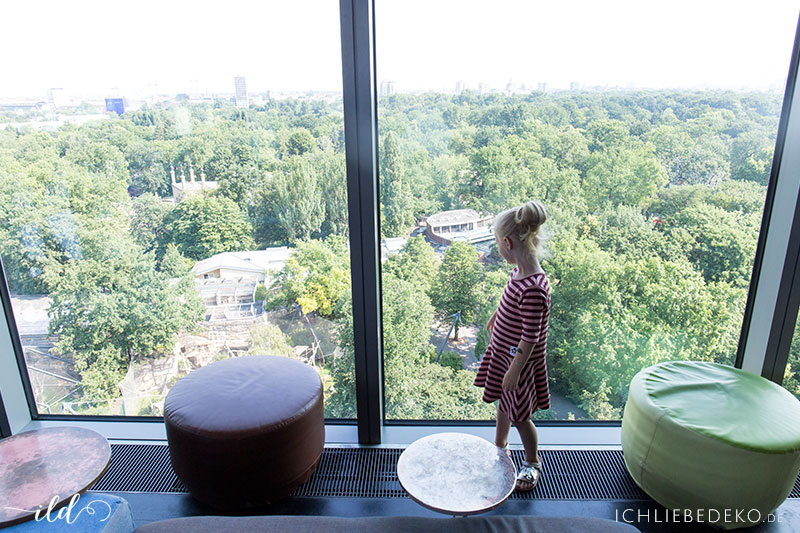 little-girl-in-the-big-city