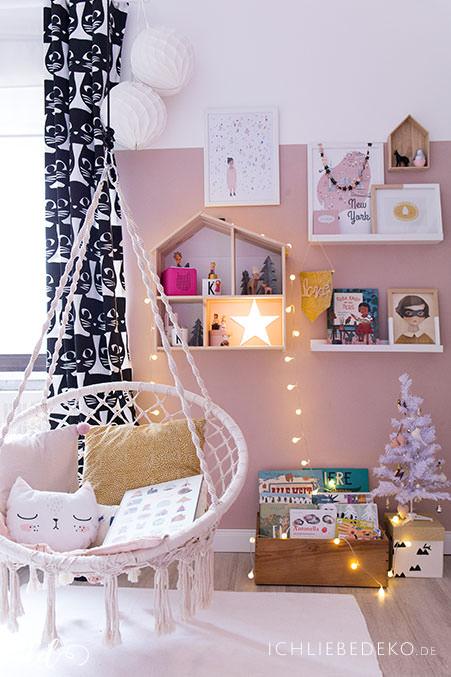 maedchenzimmer-mit-weihnachtsdeko-und-makrameesessel