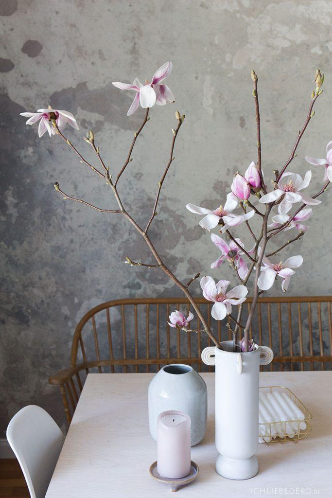 magnolienzweig-in-vase-von-ferm-living