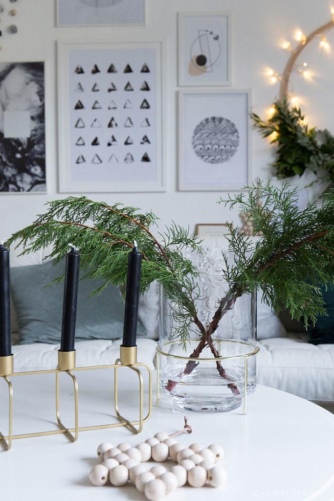 moderne-weihnachtsdeko-im-nordic-style-gold
