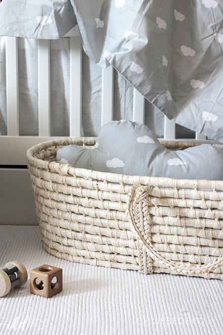 moseskoerbchen-aus-bast-im-babyzimmer