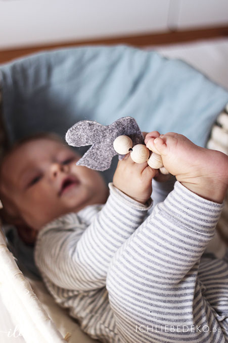 natuerliches-spielzeug-fuer-babys