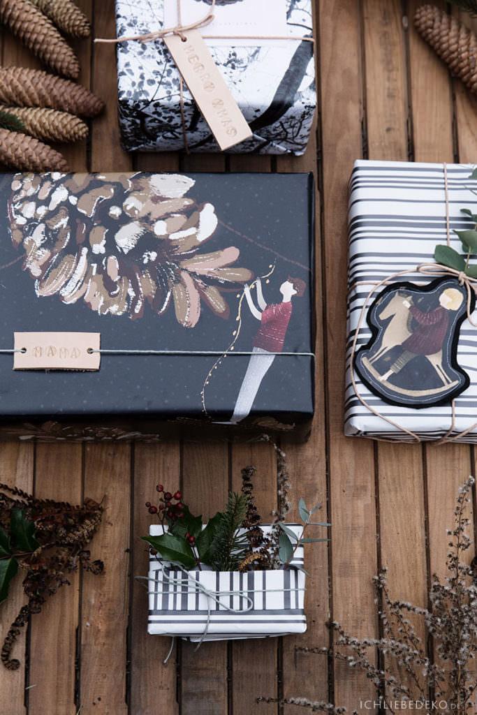 natural look Geschenkverpackung für Weihnachten mit Tannen und Zapfen