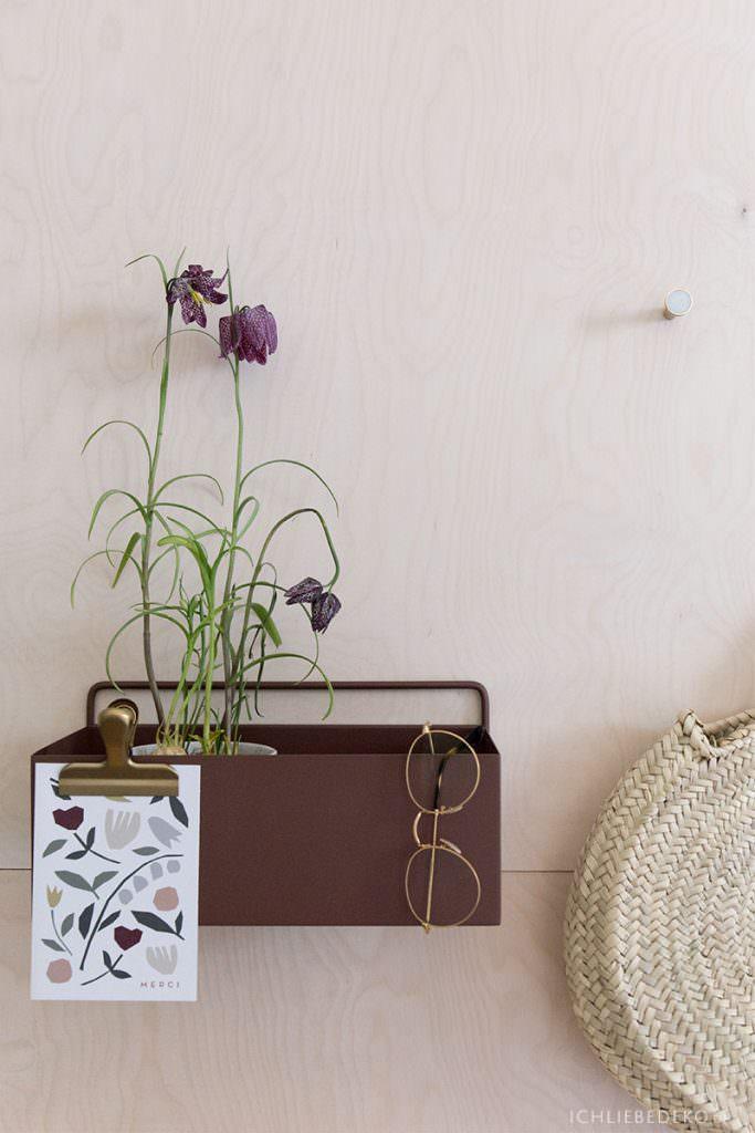plantbox-ferm-living-an-sperrholzwand