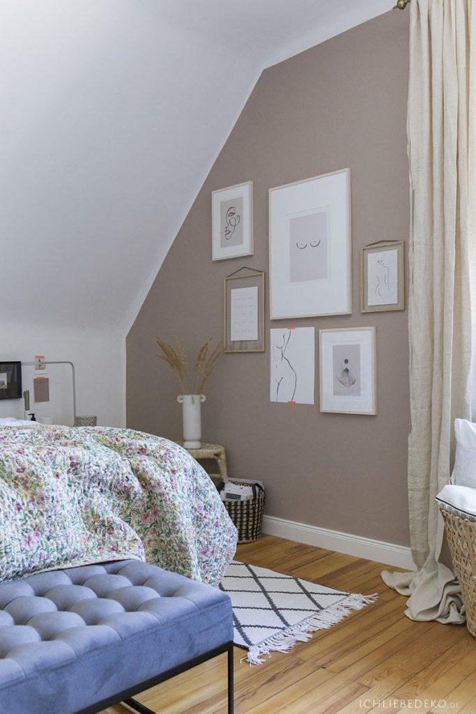 Schlafzimmer mit Bildergalerie