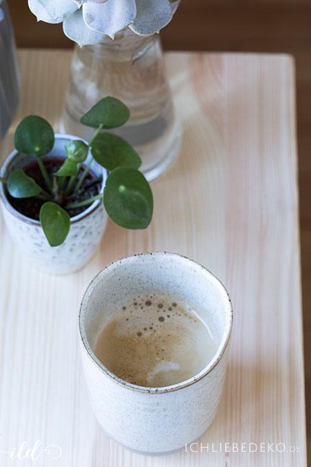 slowliving-mit-kaffee-und-pilea