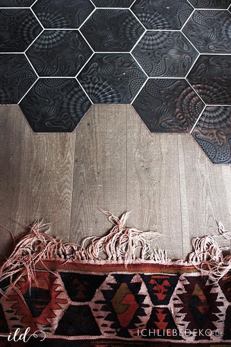 spanische-Fliesen-kombiniert-mit-holz-und-perserteppich