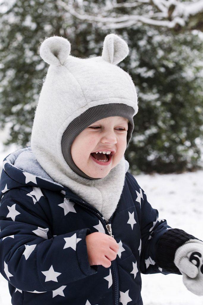 Spass im Schnee mit Kindern