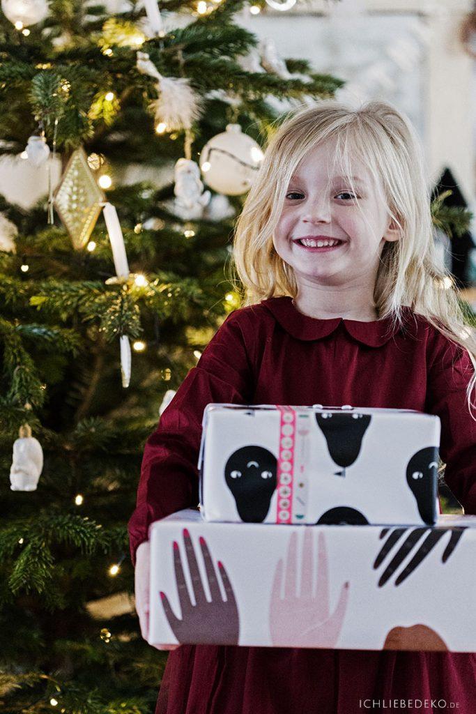 strahlende Kinderaugen an Weihnachten