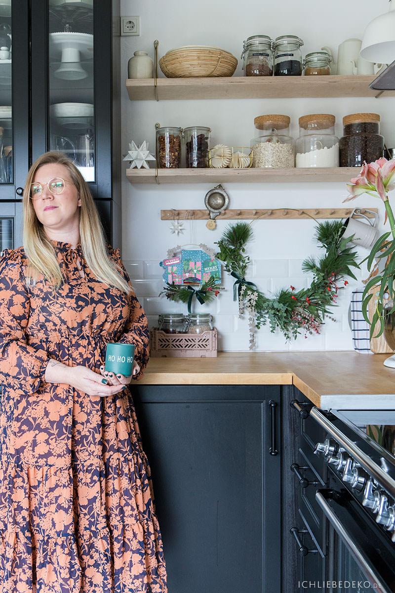 tea-in-my-black-kitchen