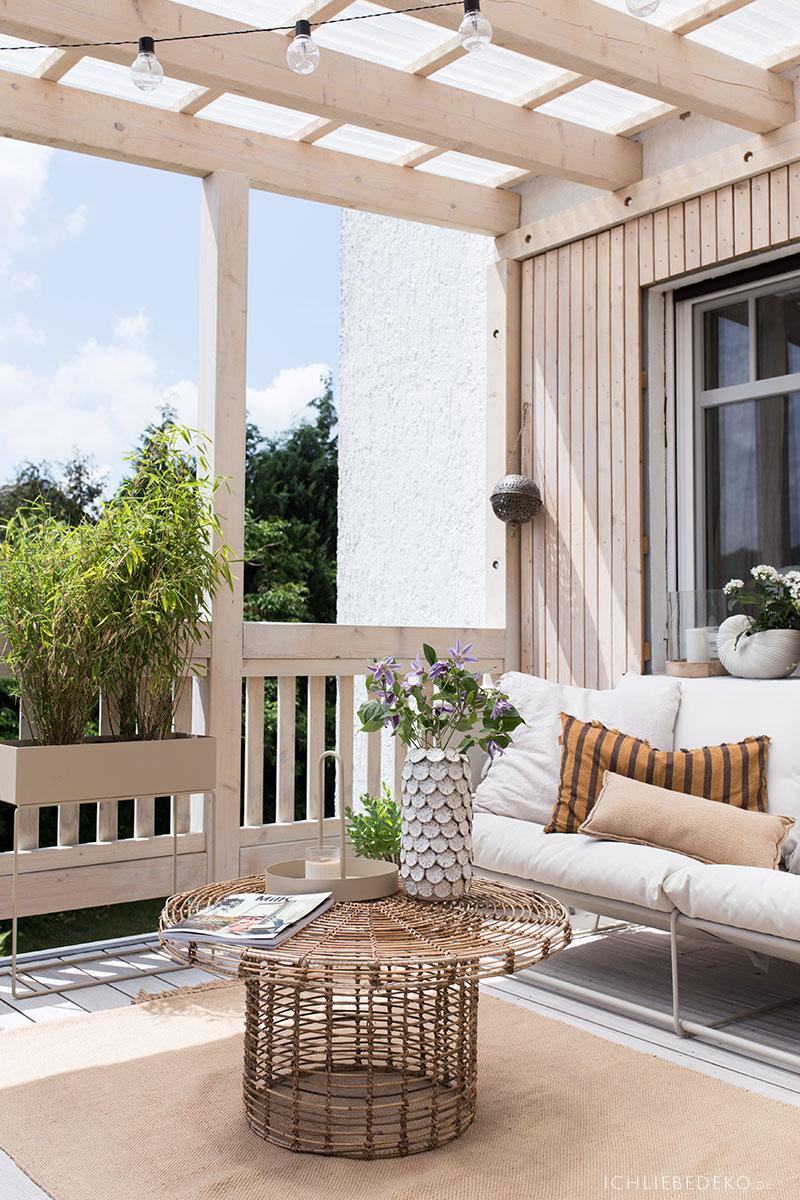 terrasse-gemuetlich-einrichten-mit-natuermaterialien