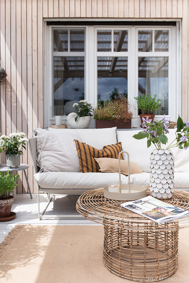 terrasse-gemuetlich-einrichten