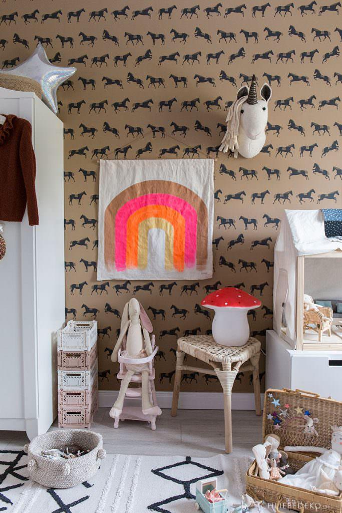 Trendy Regenbogen Wallhanging fürs Kinderzimmer