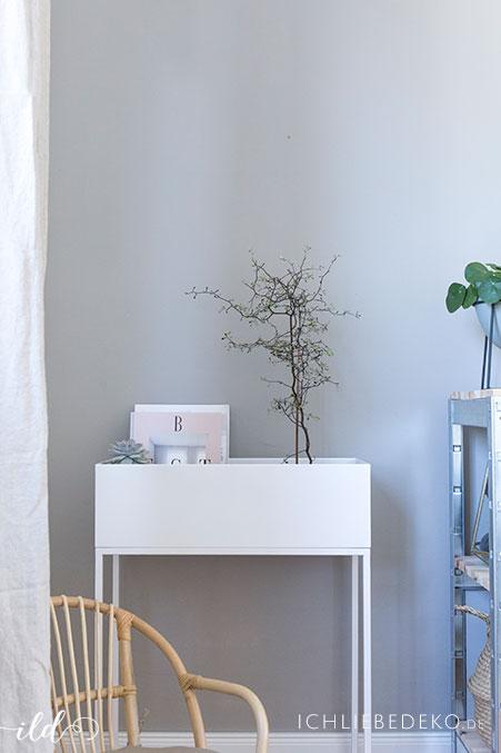 trendy-plantbox-in-weiss-im-wohnzimmer