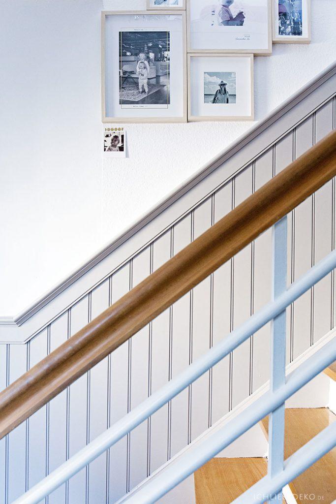 Treppe mit amerikanischer Wandvertäfelung