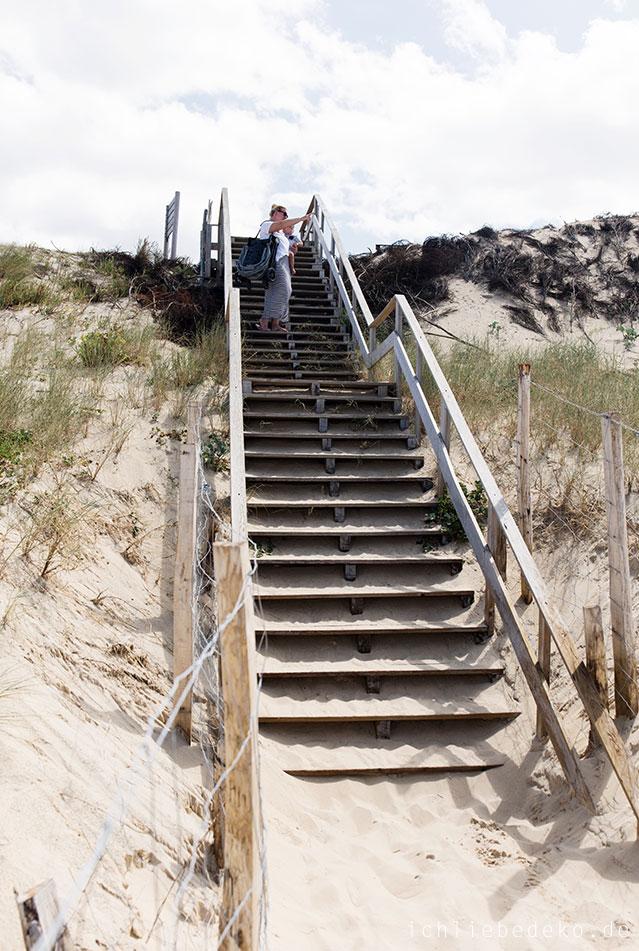 treppe-zum-strand-mit-baby-jogger-city-tour-lux