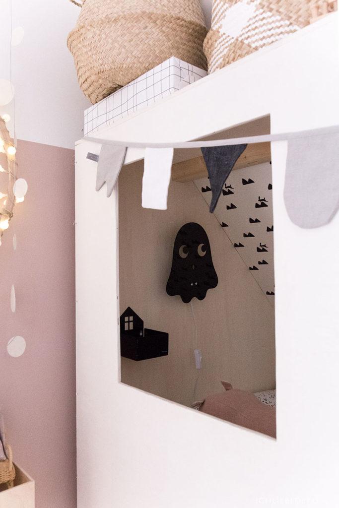 wandlampe-gespenst-von-roommate-im-kojenbett