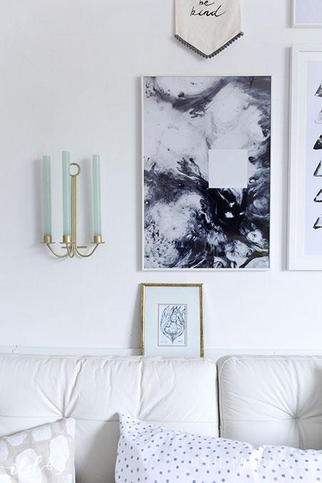 watercolorbild-in-schwarz-weiss-im-wohnzimer