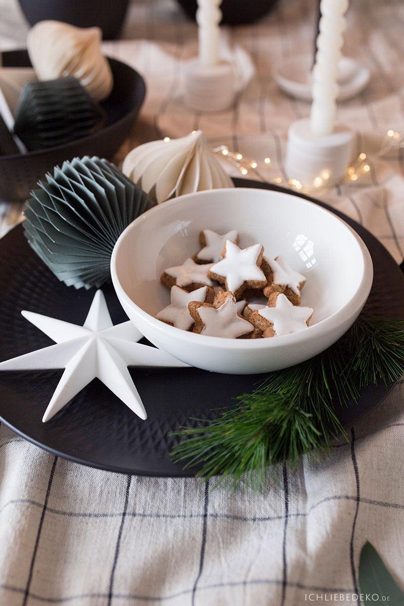 weihnachtstischdeko-in-schwarz-weiss