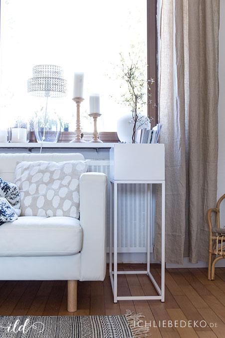 weisse-plantbox-im-wohnzimmer-im-skandi-look
