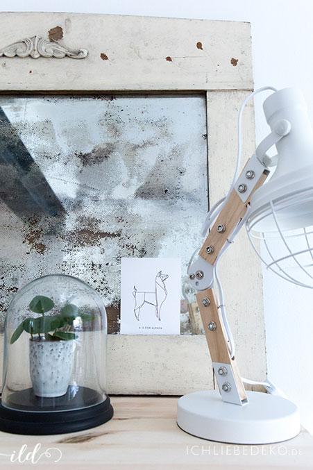 wohnzimmerdeko-mit-mini-pilea-und-industrielampewohnzimmerdeko-mit-mini-pilea-und-industrielampe